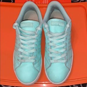 Girls used Adidas Casual sneaker, Teal SZ 6.5